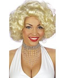 Collier de perles brillantes argentées